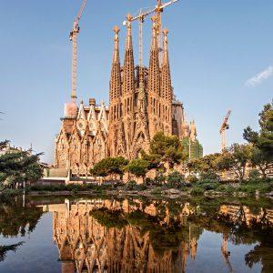 Barcelone et sa célèbre Sagrada Familia à moins de 2 heures
