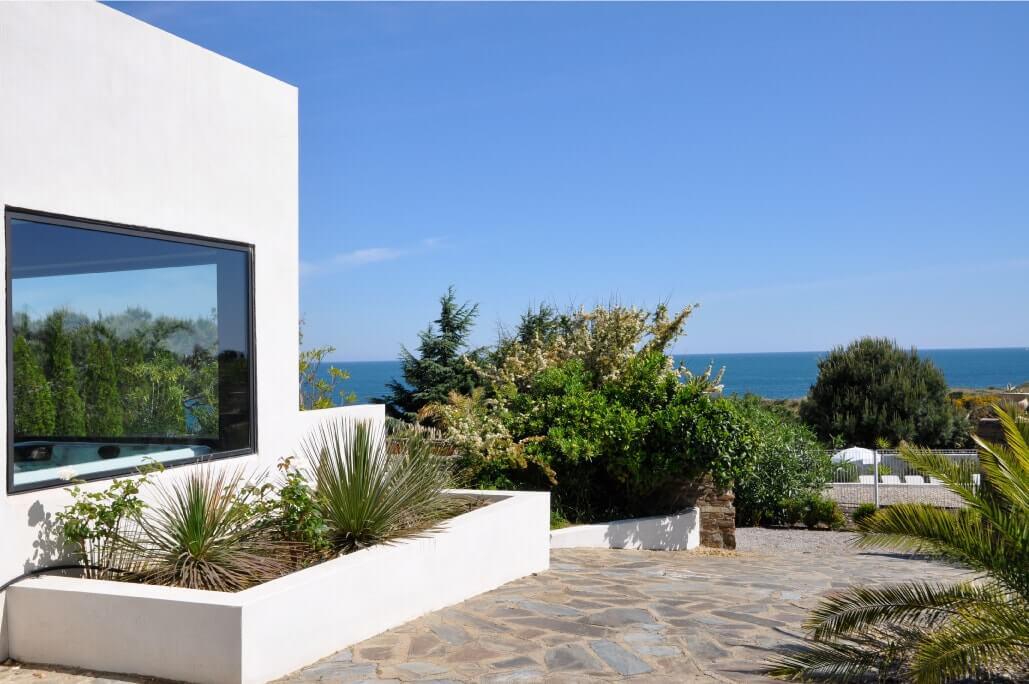 vue sur mer depuis la terrasse de l'hôtel du golfe à collioure